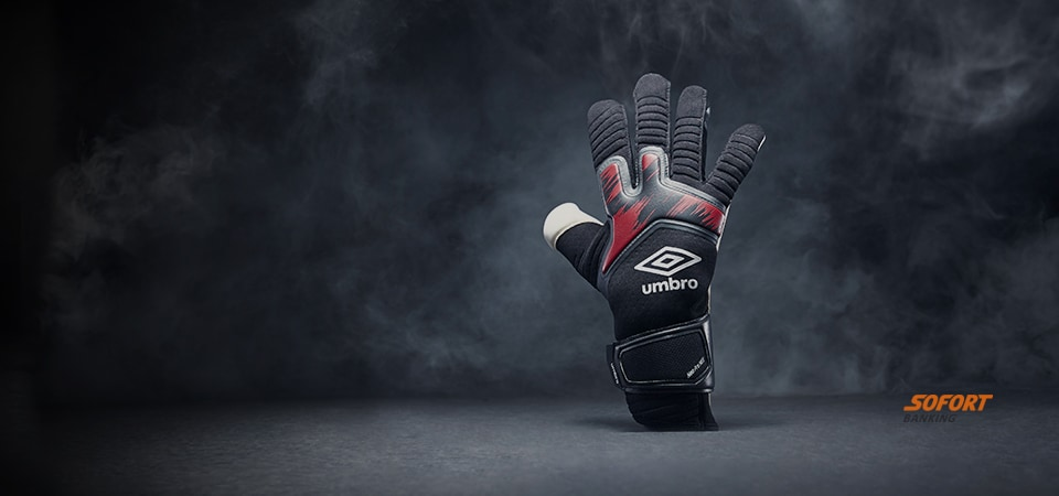 Umbro Black Carbon Glove